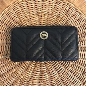 Roots 73 pretty black quilted wallet